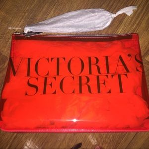 NWT VICTORIAS SECRET BEAUTY COSMETIC BAG!!